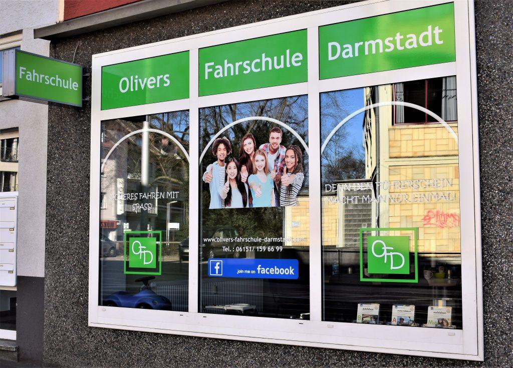 Außenansicht der Olivers Fahrschule Darmstadt GmbH